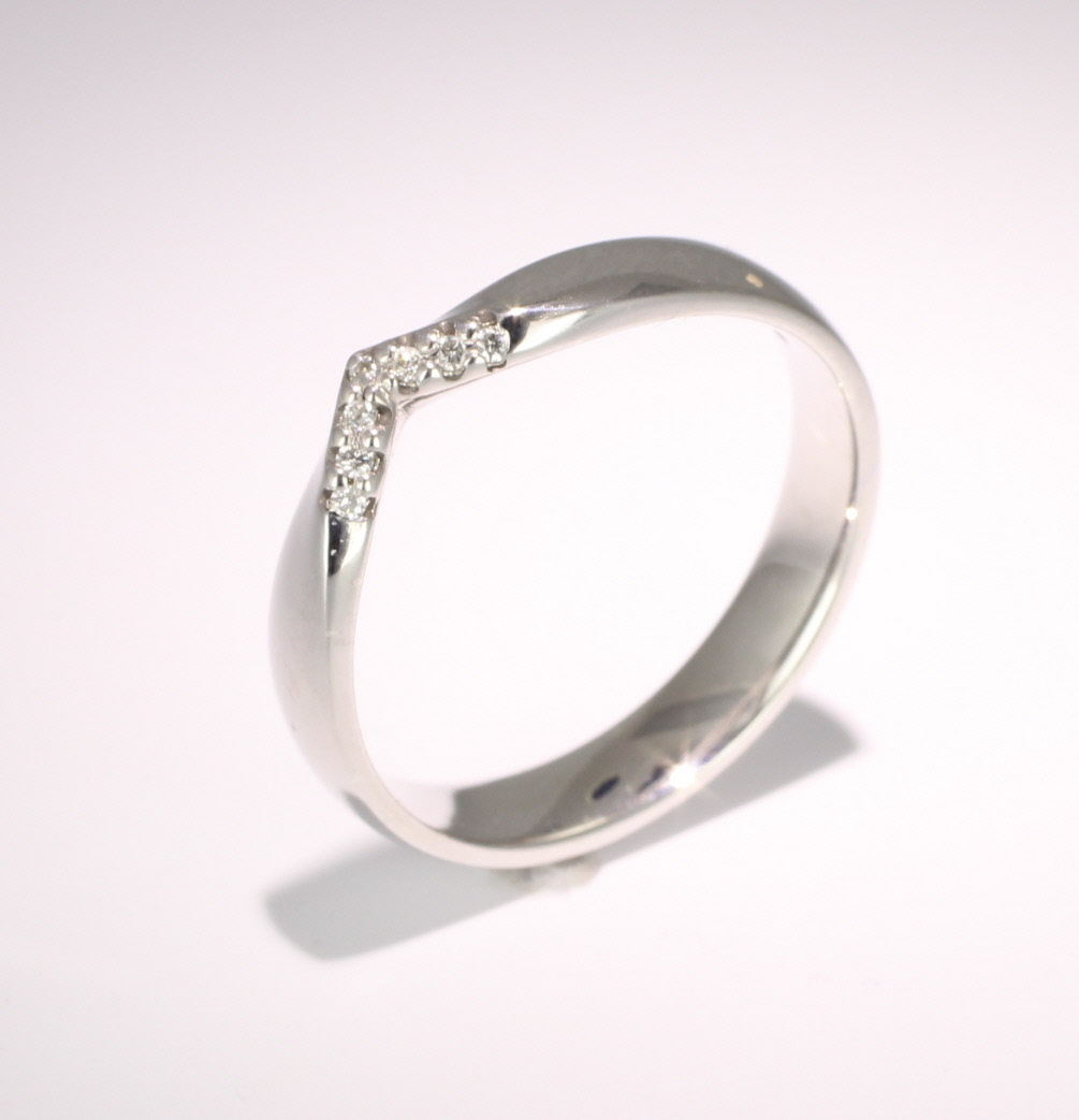 Shaped Wedding Ring (R1171.dia7) - All Metals