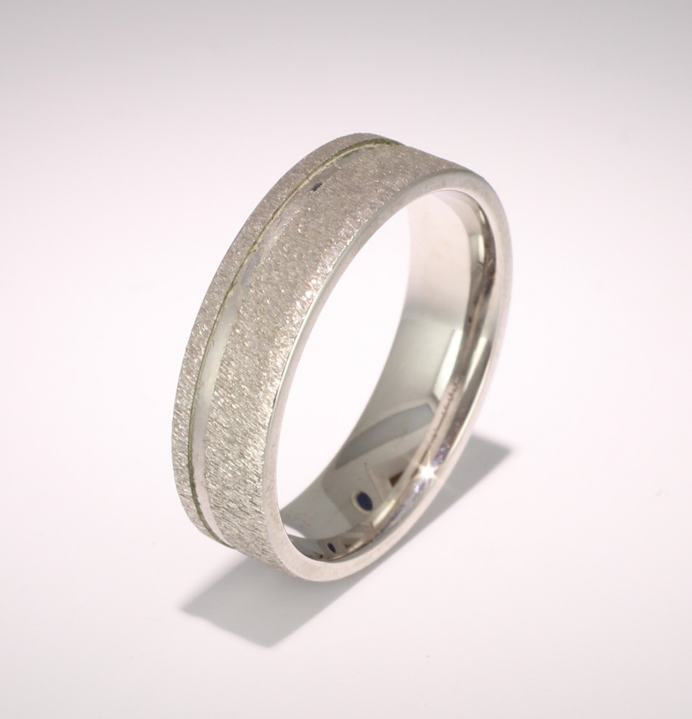 Eterno 4mm to 6mm Flat Court 9ct White Gold Wedding Ring