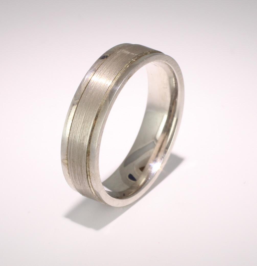 Patterned Designer White Gold Wedding Ring - Fiore