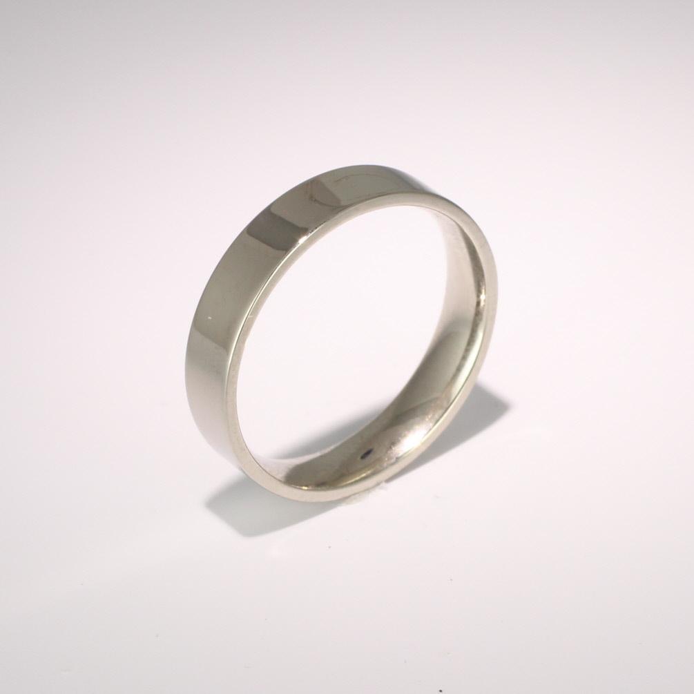 Flat Court Light - 4mm (FCSL4P) Platinum Wedding Ring