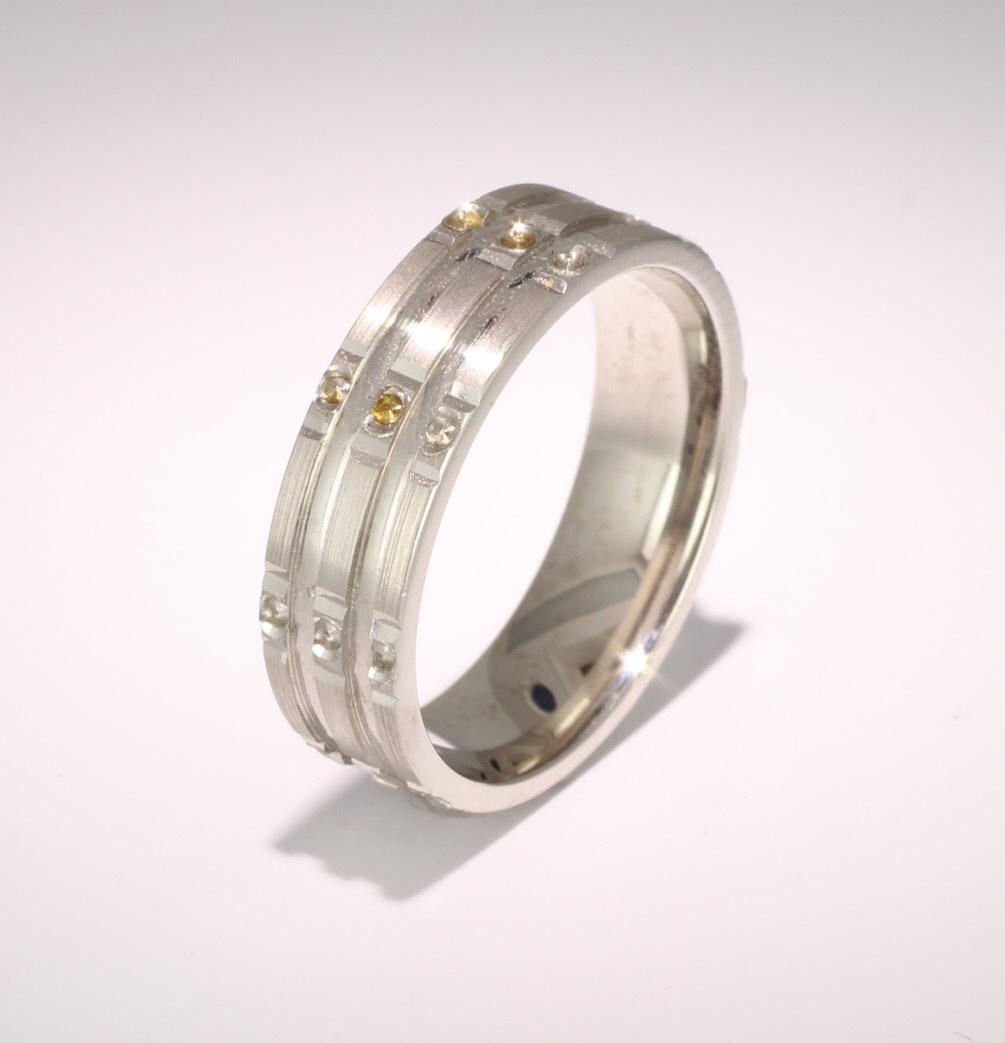 Patterned Designer Platinum Wedding Ring Stelle