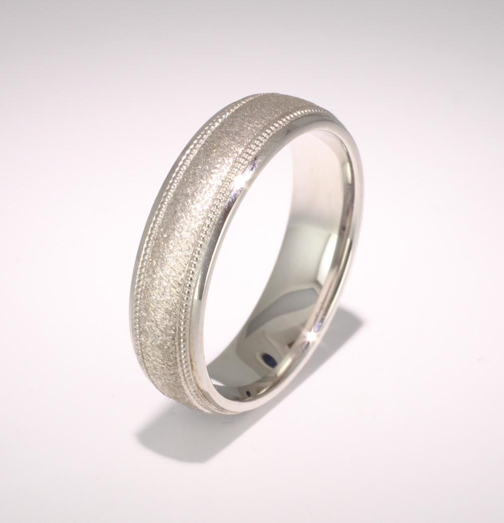 Patterned Designer Platinum Wedding Ring Attrarre