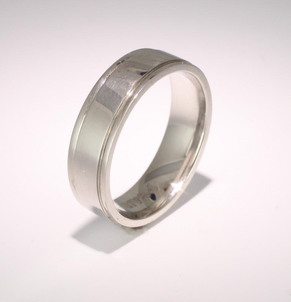 Insieme D Shape Wedding Ring 4 to 6mm Platinum