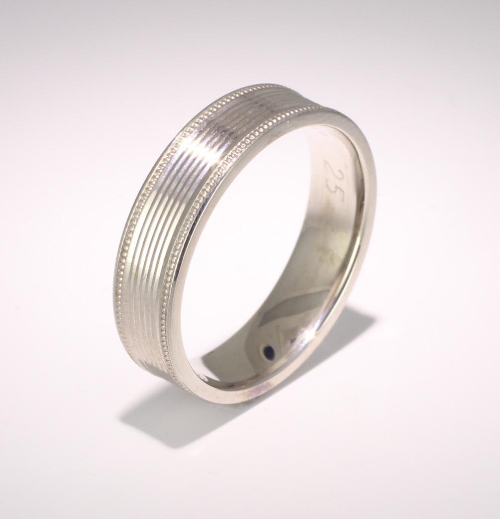 Devotio 4 to 6mm Flat Court 18ct White Gold Wedding Ring