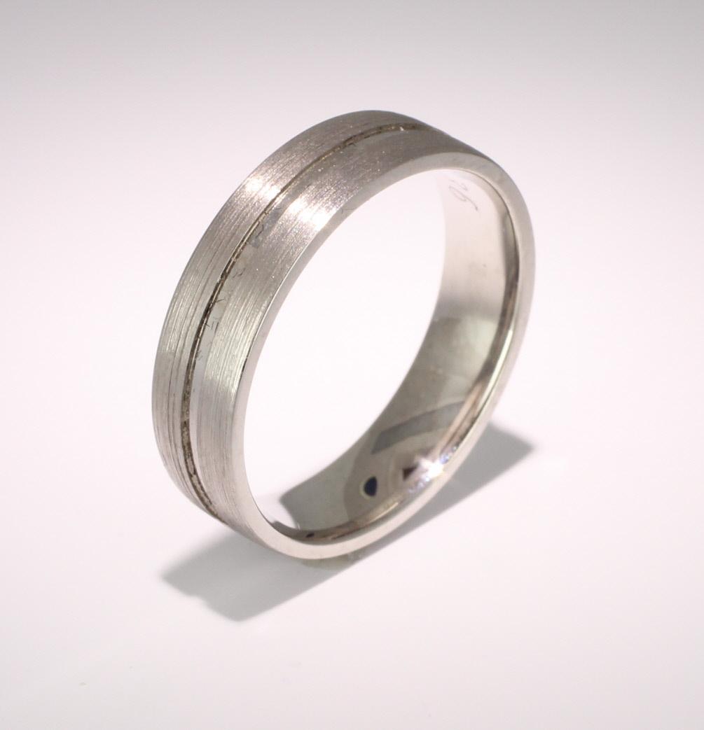 Carezza 3 to 6mm Flat Court 18ct White Gold Wedding Ring