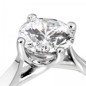Platinum Round Diamond Engagement Rings